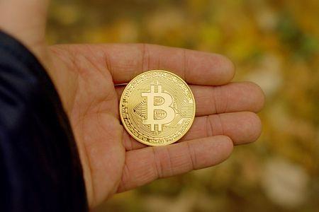 vietnes, kur pelnīt naudu bitkoinos