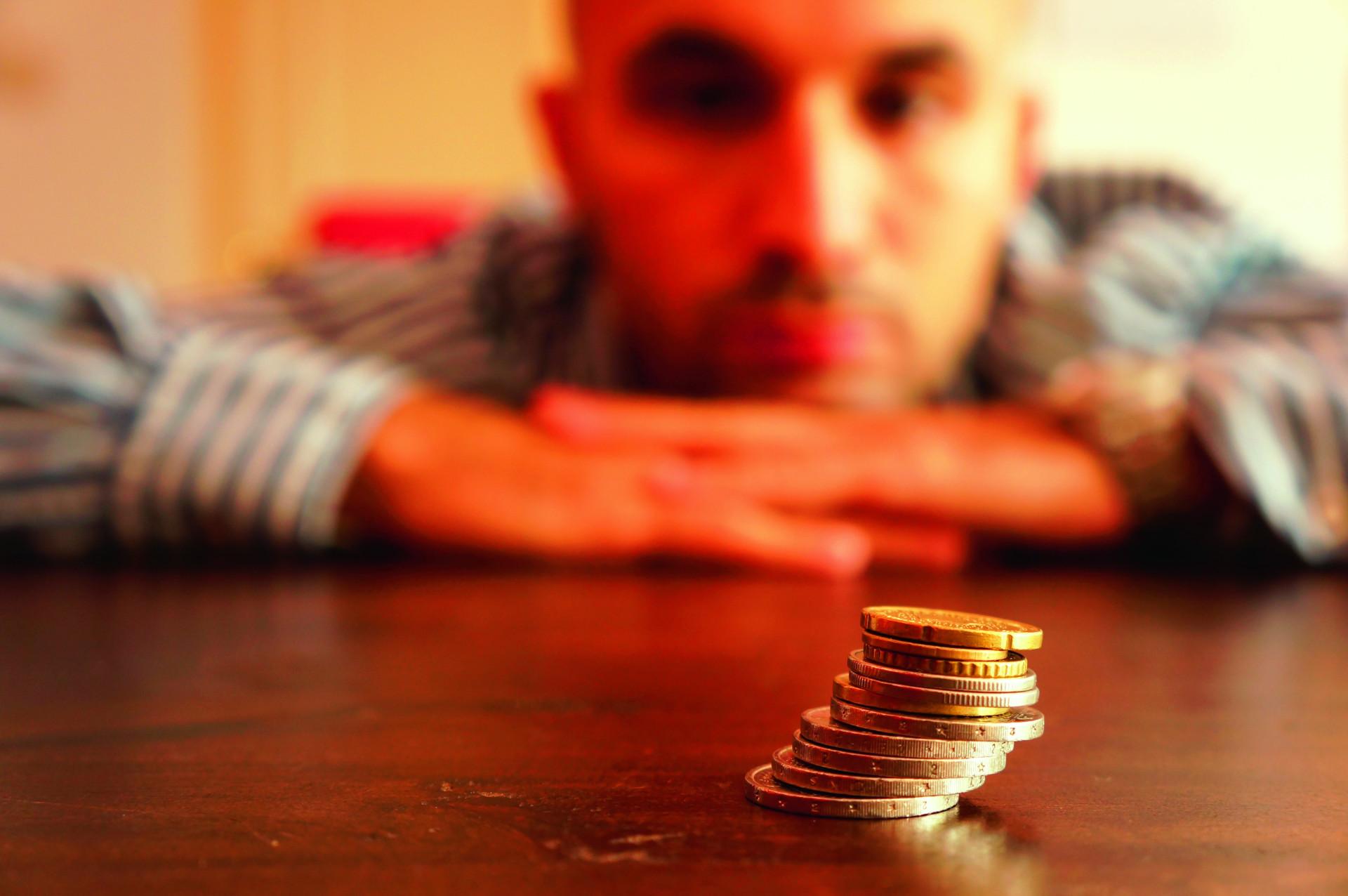 mainīt dzīvi nopelnīt naudu)