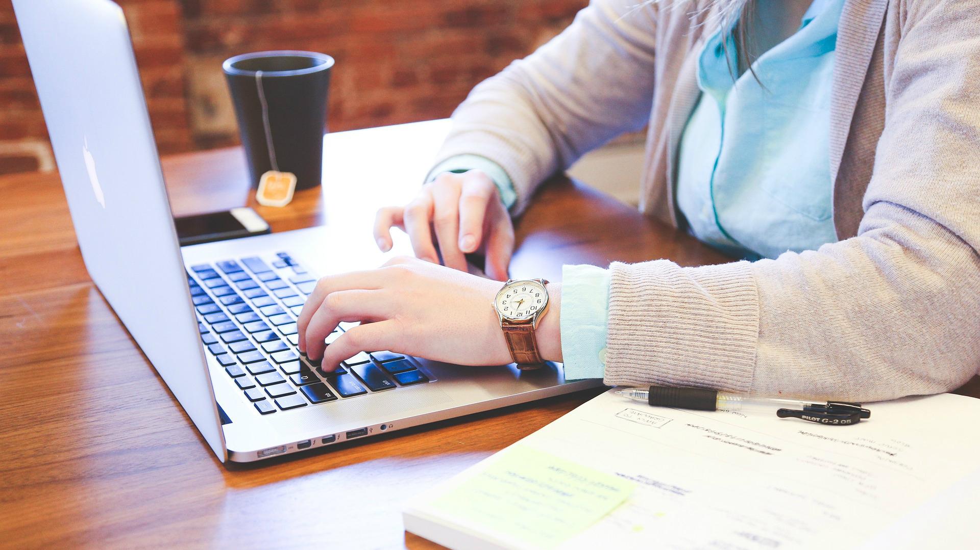Interesē Darbs Mājās? Iepazīsties ar 14 Iespējām kā Nopelnīt Neizejot no Mājas! | azboulings.lv