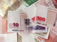 naudā no naudas iespējām naudas tuvumā)