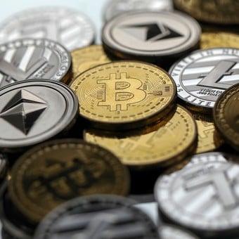 labākās vietnes, lai nopelnītu naudu bitkoinos)