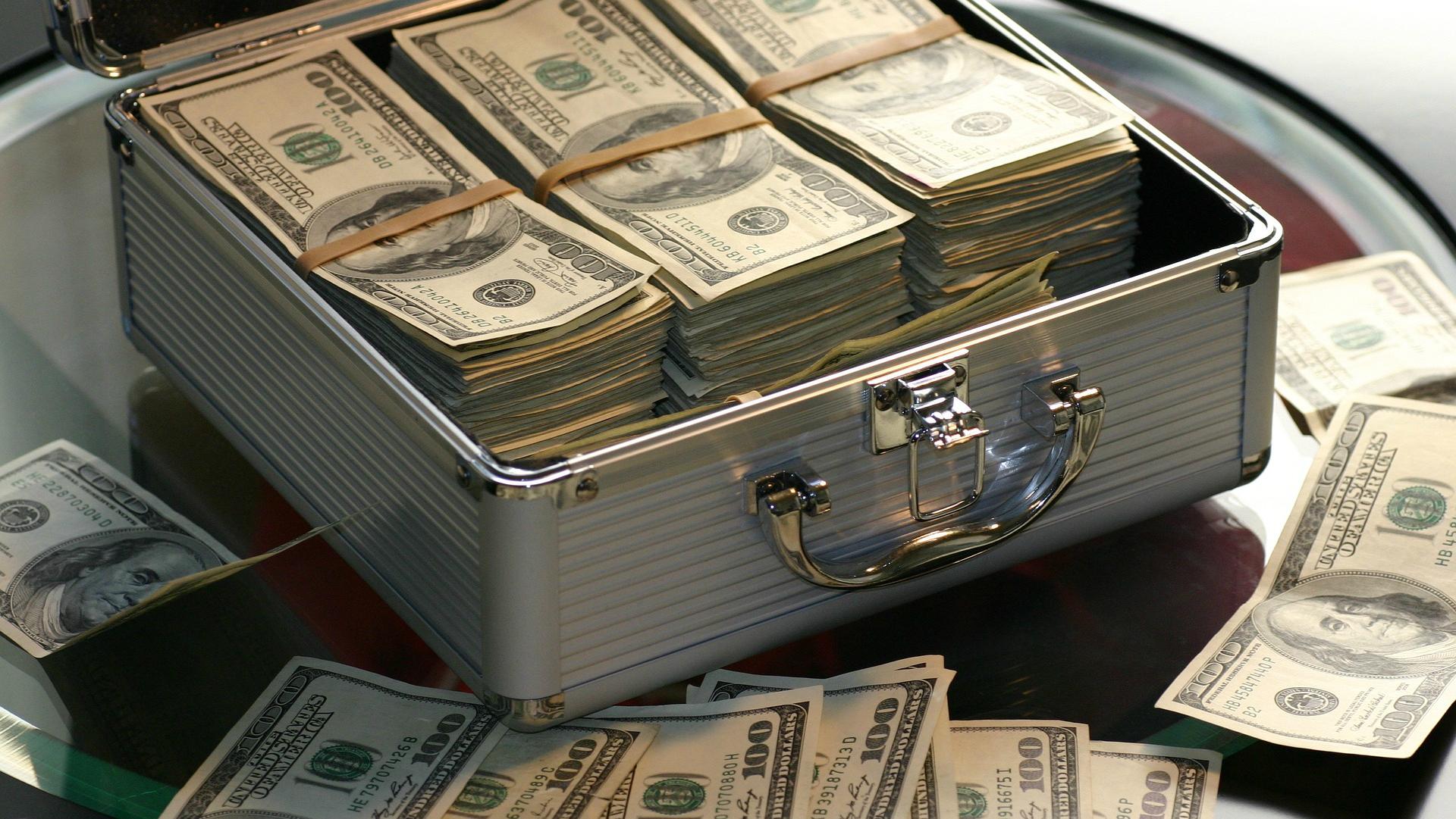 nauda kā nopelnīt un kļūt bagātam)