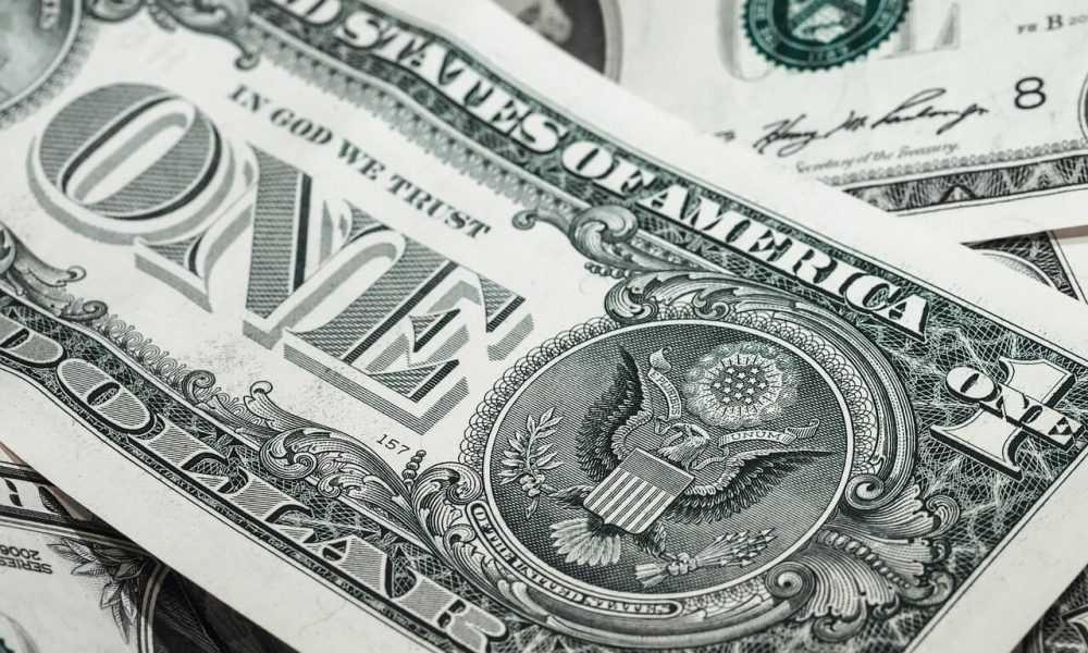 fiat dolārs