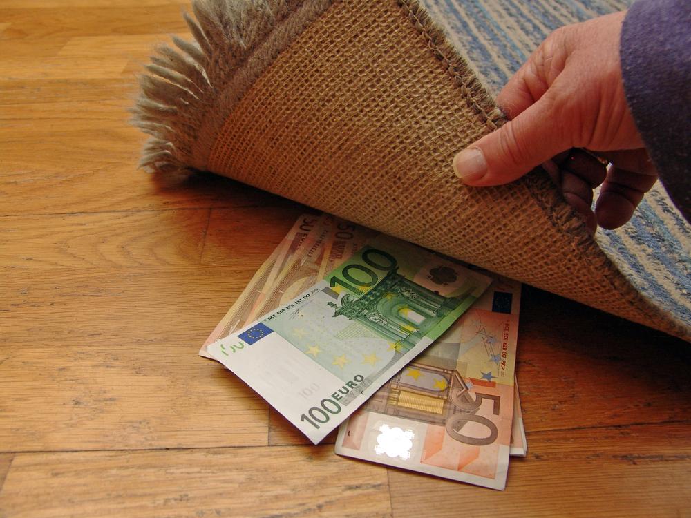 kā jūs nopelnāt naudu ar savu pirmo naudu)