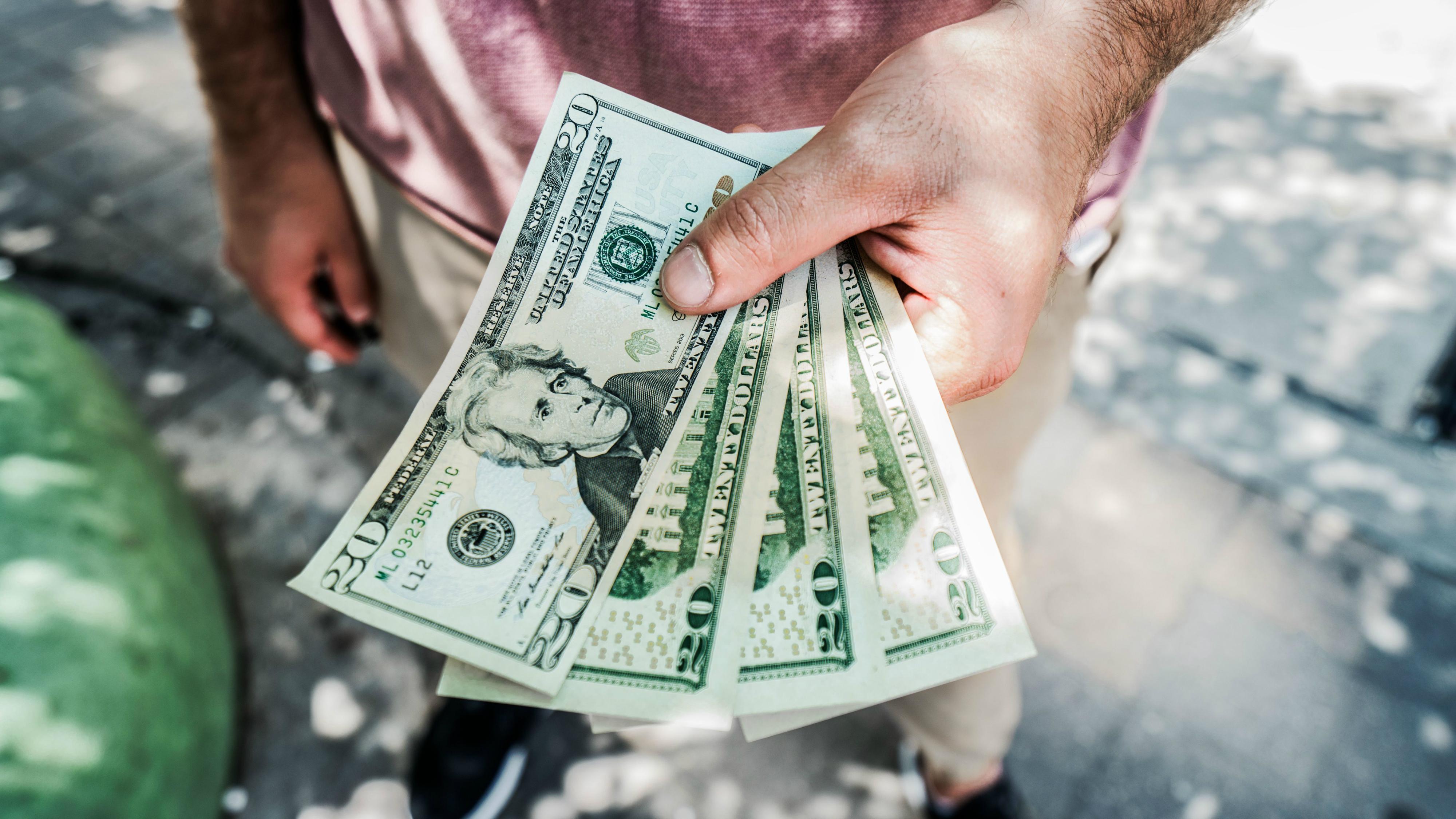 vēlas nopelnīt lielu naudu)