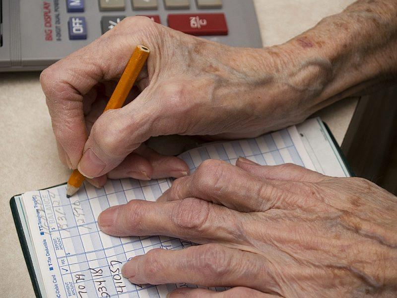 kā un kur pensionārs var nopelnīt naudu
