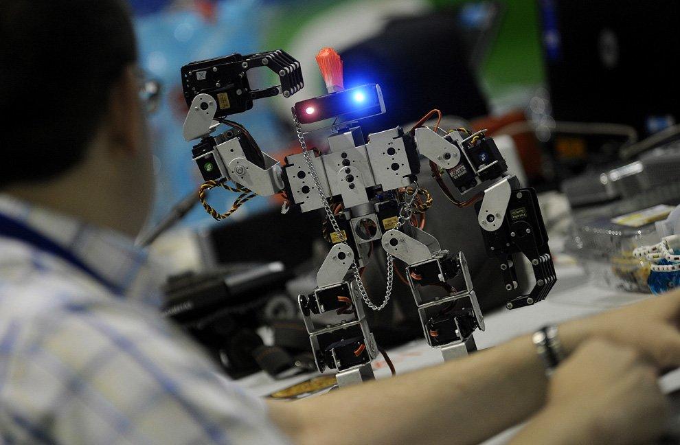 pats izgatavo tirdzniecības robotu)