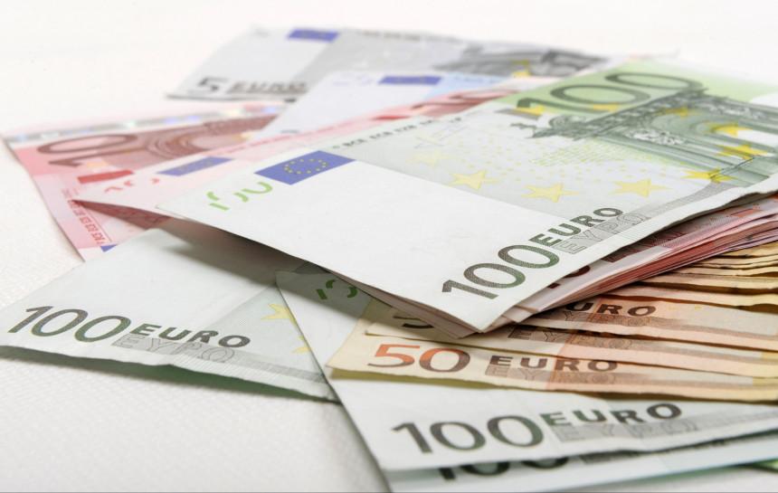 Kā ņemt naudu līdzi ceļojumā? Piemēri ar aprēķinu