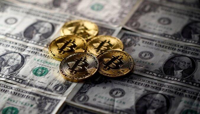 nopirkt Bitcoin par naudu)