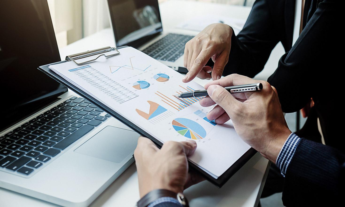 interneta tehnoloģijas un investīcijas