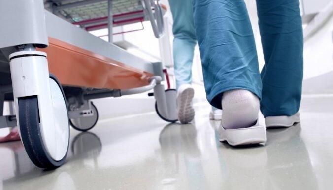 nopelnīt naudu medmāsai