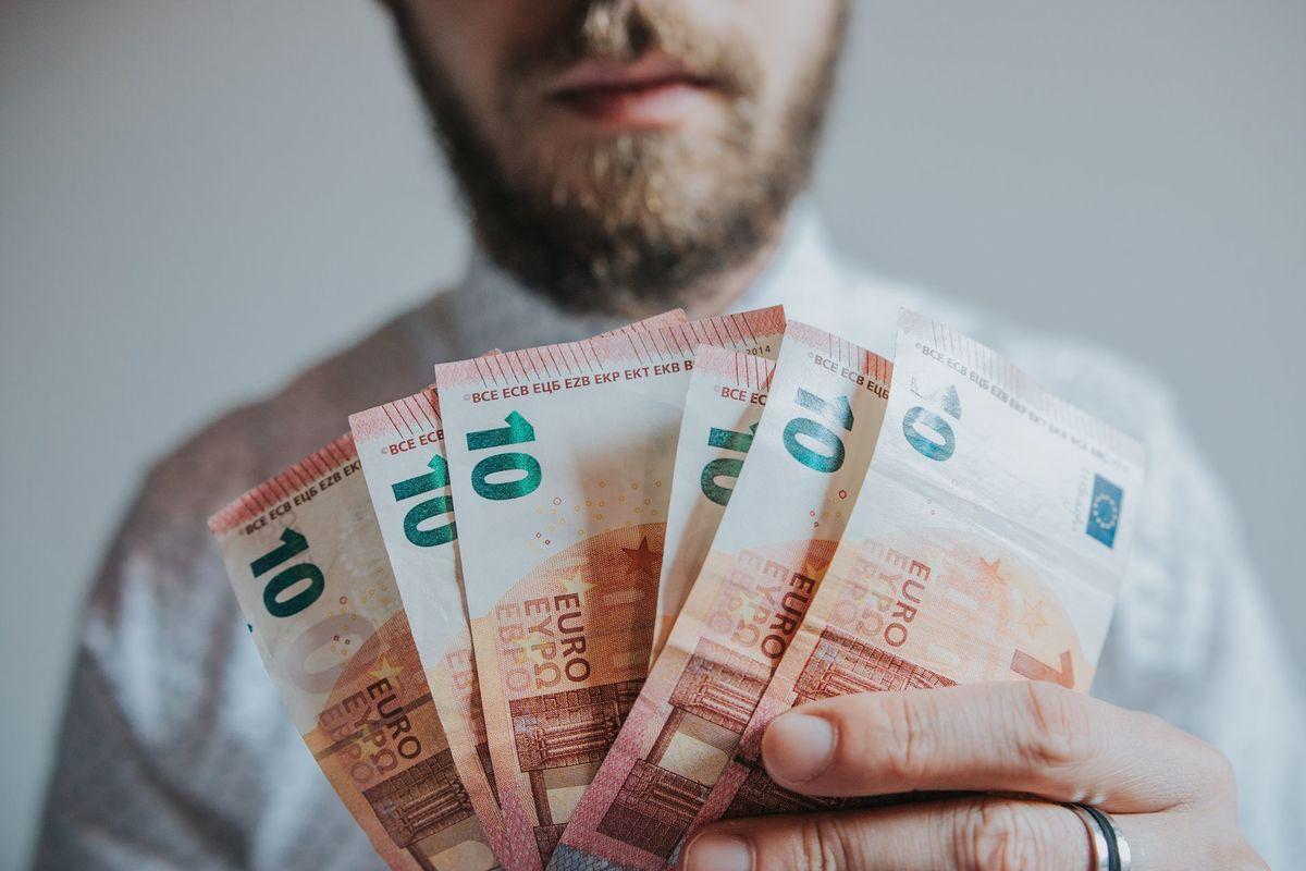 nopelnīt naudu internetā, ieguldot nedaudz naudas