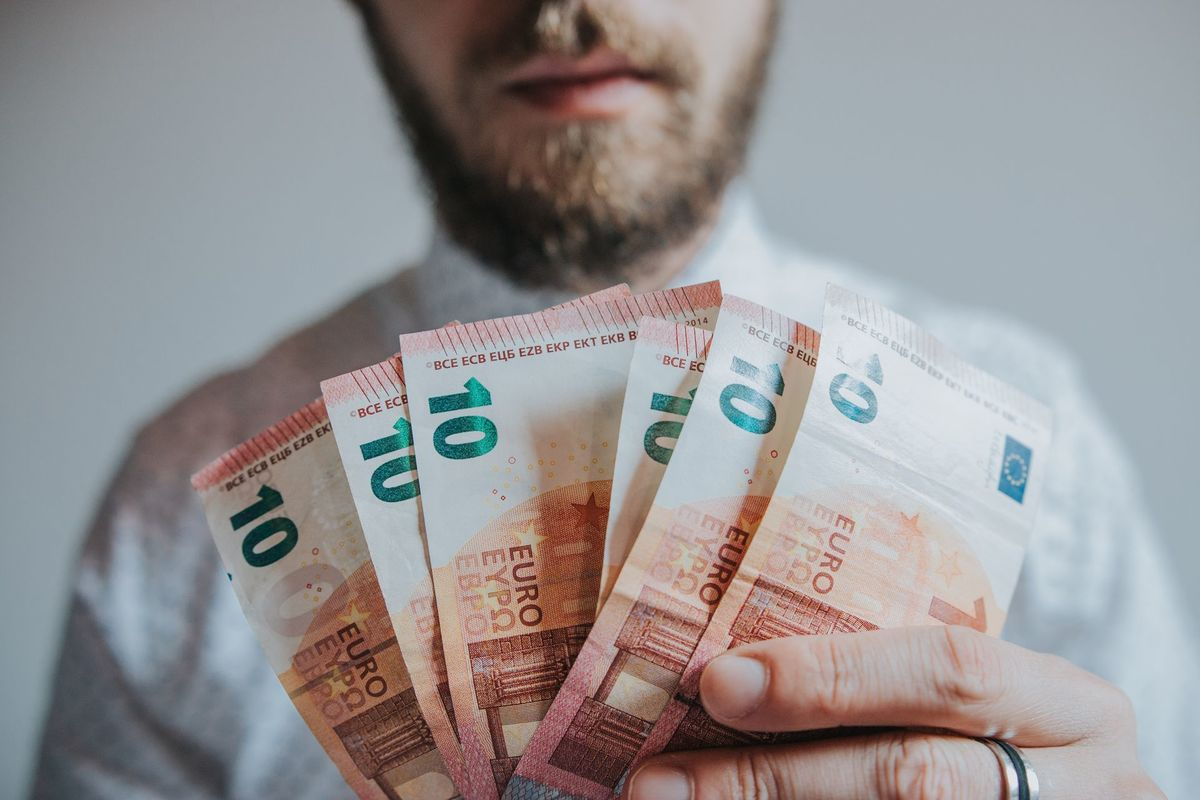 kā nopelnīt godīgu naudu)