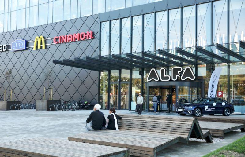 Vairāki tirdzniecības centri pagarina darba laiku | azboulings.lv