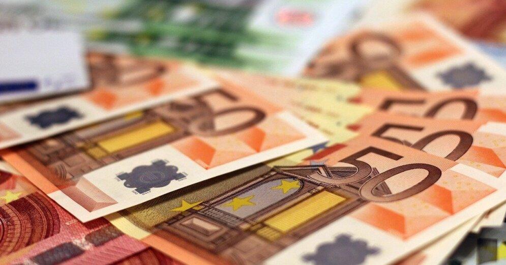 pērkot opciju uz eiro)