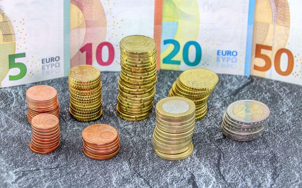 kā padarīt naudu pārnēsājamu opcijas prēmijas aprēķins