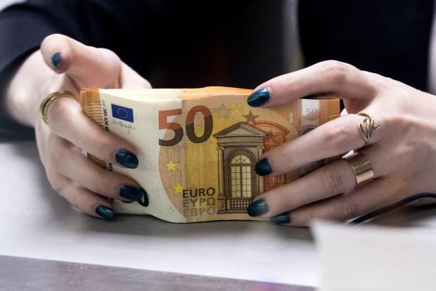 aizraujoši ieņēmumi no binārām opcijām nopelnīt naudu tiešsaistē, neieguldot naudas pārskaitījumus