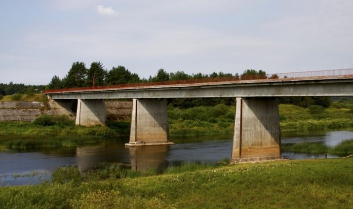 tilts gribēja nopelnīt naudu)